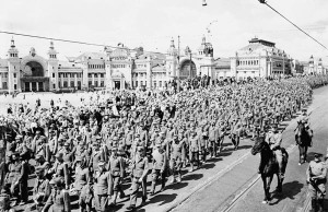 A180322_27_L_POW57.600 German POW convoyed through the streets of Moscow. July 1944.